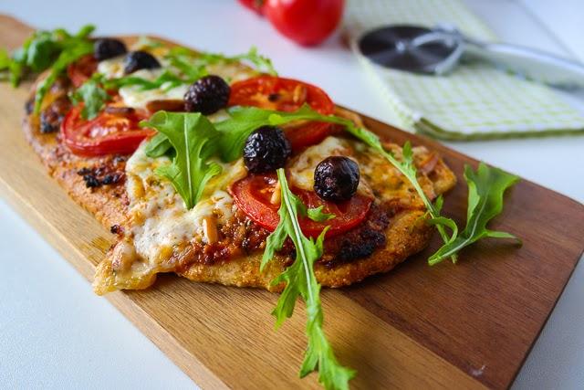 Pizza mit Tomaten