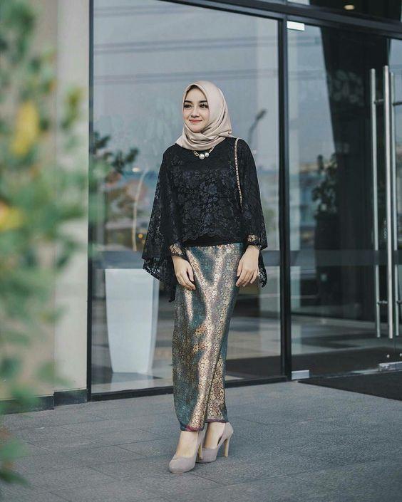 37 Model Kebaya Warna Hitam Kombinasi Brokat Model Baju Muslim