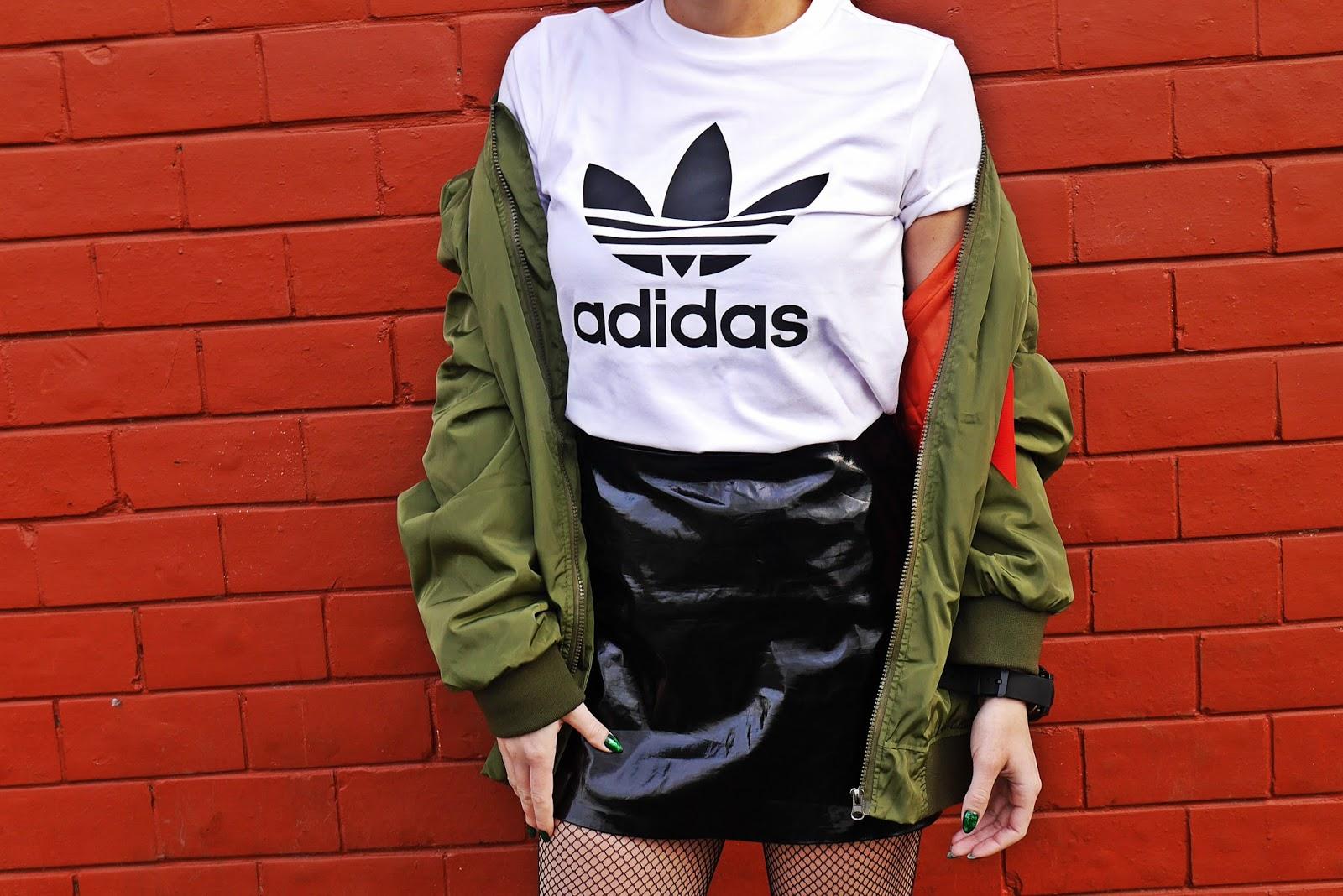 8_zielona_oversize_bomberka_top_adidas_biale_botki_renee_karyn_blog_modowy_080318awe