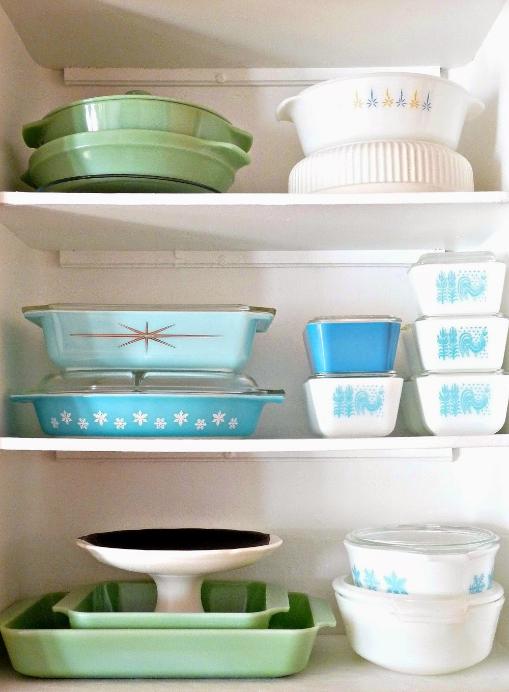 Small turquoise Pyrex and Jadeite collection