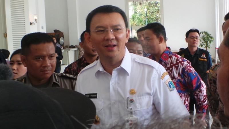 Ahok melayani aduan warga di Balai Kota