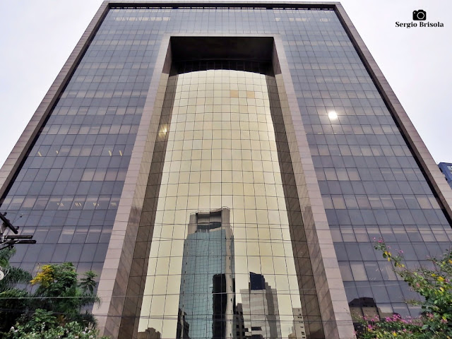 Perspectiva inferior da fachada do Edifício Faria Lima Tower - Itaim Bibi - São Paulo