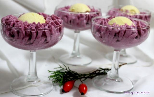Copa de espuma de frambuesas y helado de vainilla. Julia y sus recetas