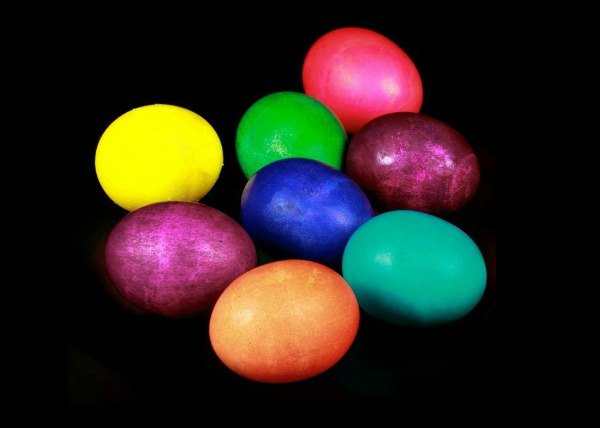 EPIC EGG DYING! (IT GLOWS, FIZZLES, & POPS!)  A must try for kids!