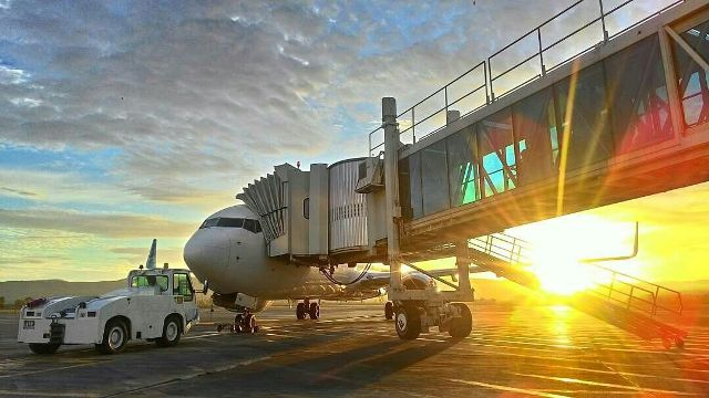 Ngotot Banget! Ibu Pakai Tas Mahal Itu Mau Bawa Turun Sendok Garuda Indonesia