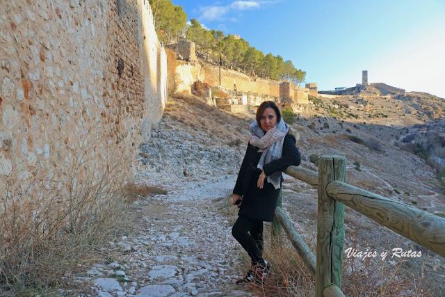 Vistas de la muralla y Torres de Alarcón