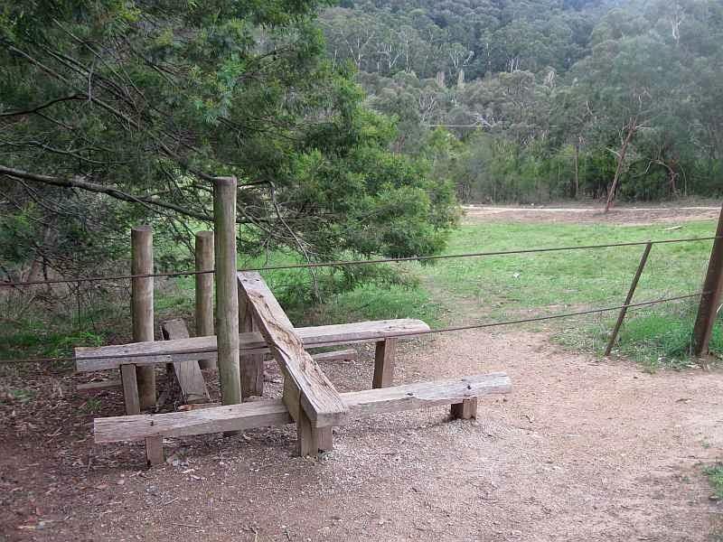 TRACKS, TRAILS AND COASTS NEAR MELBOURNE : Olinda Creek