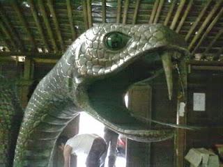 gambar patung ular.jpg