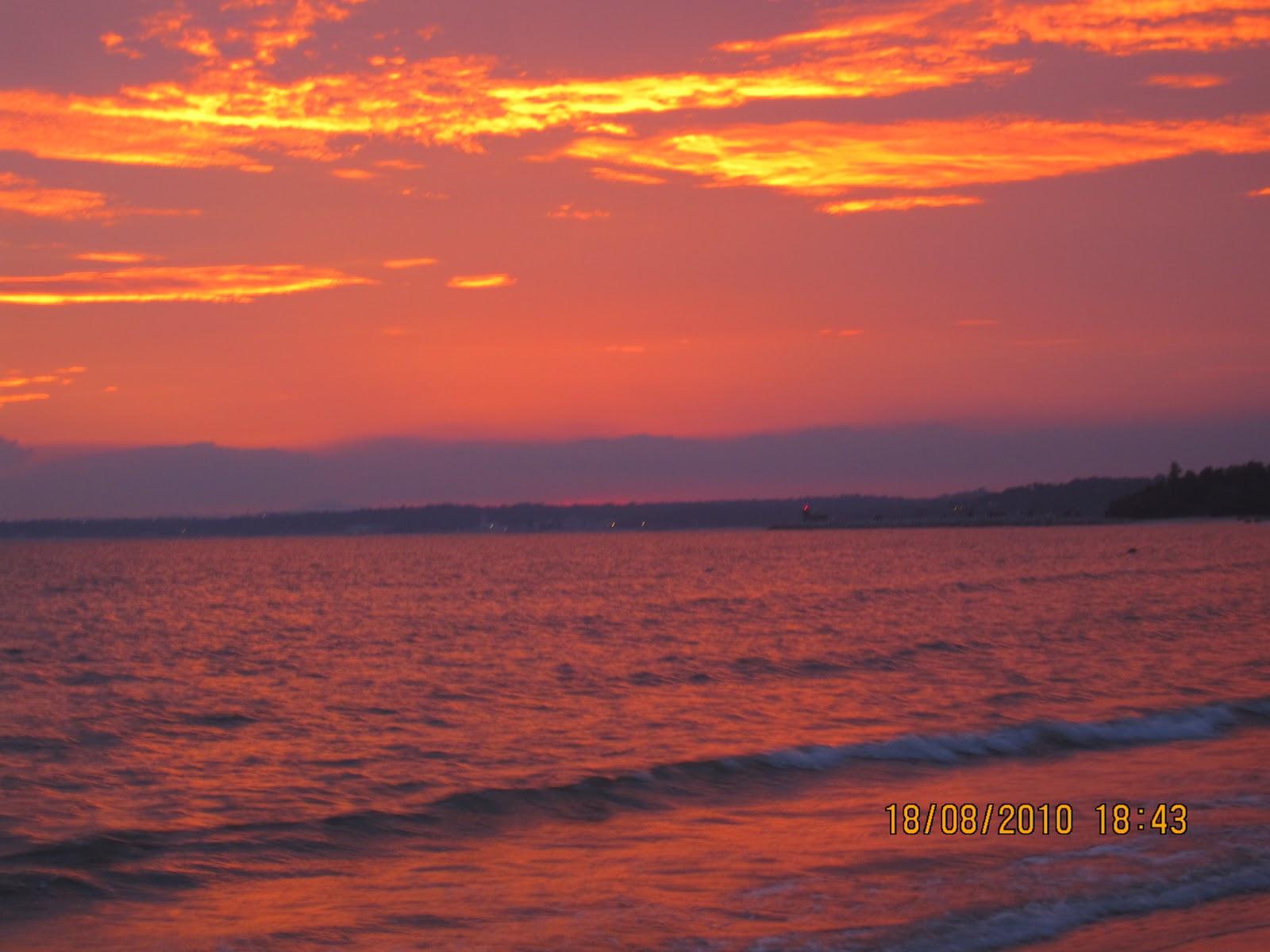 迷戀天空的雲彩: 夕陽離去前的回眸