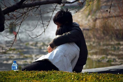warm-hug-in-winter-season-its-jaduki-japi-hd-images