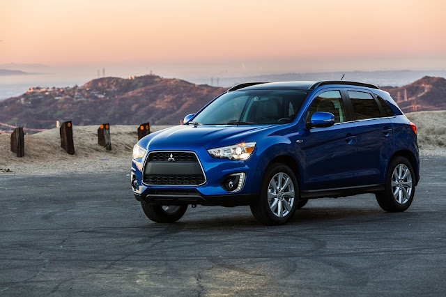 Front 3/4 view of 2016 Mitsubishi Outlander Sport 2.4 GT