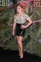 Chloe Grace Moretz toes cleavage (orteils naissants) 0527145302773_407_picturepub.net+Chloe+%2528313%2529