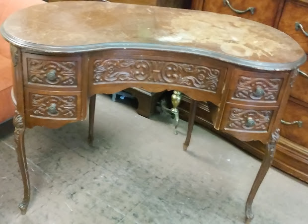 Uhuru Furniture & Collectibles Sold Victorian Kidney