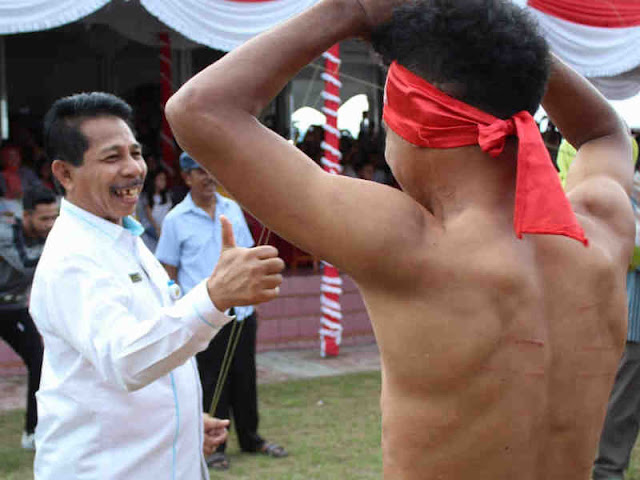 Murad Ismail Harap Tradisi Pukul Sapu Lidi di Mamala dan Morela Dipertahankan