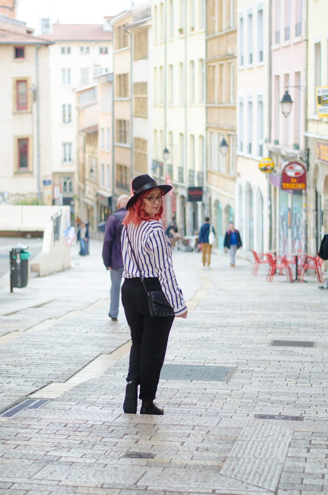 Look Working Girl : Pantalon taille haute et Derbies