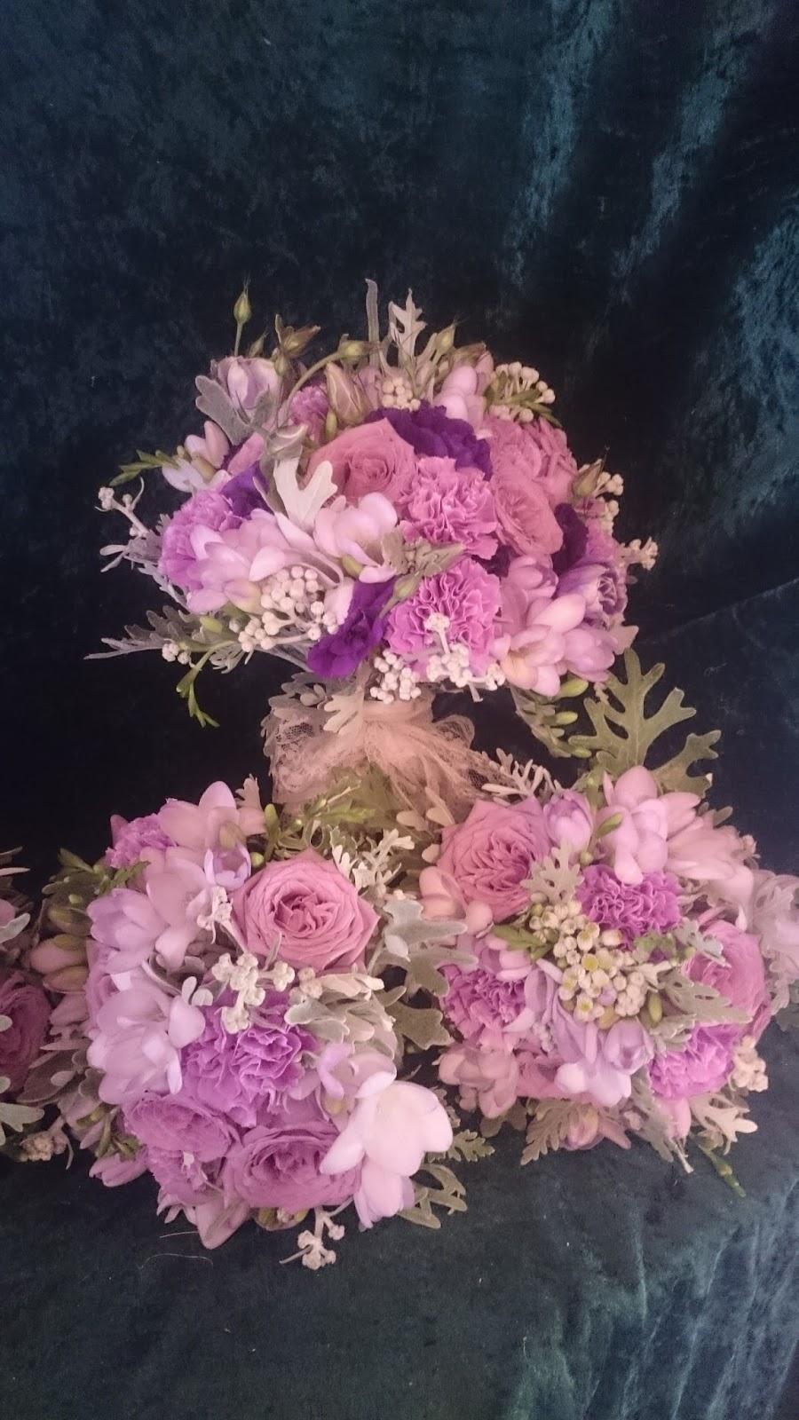 sandra 39 s flower studio purple and lilac wedding flowers. Black Bedroom Furniture Sets. Home Design Ideas