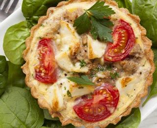 Tuna quiche, tomatoes and mozzarella