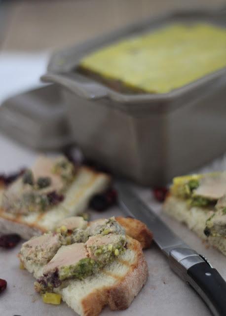 foie gras en terrine ,pistaches, cranberries, cuisson four , noel