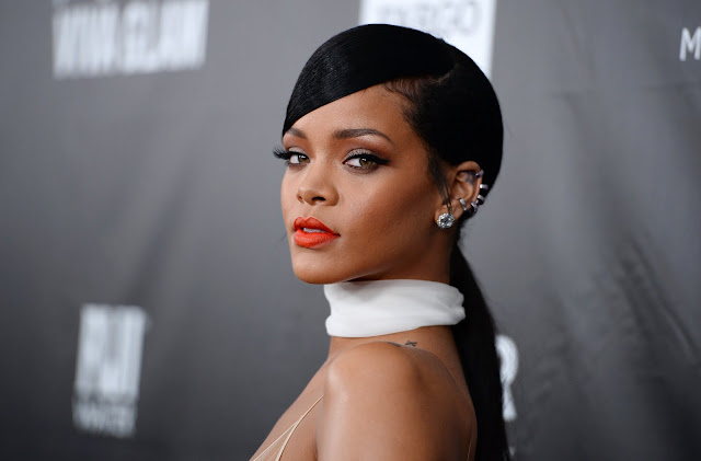 "Rihanna igualó un récord de The Beatles con ""Work""."