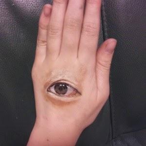 Main oeil