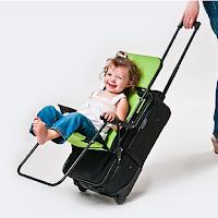 Ride on Carry On est une chaise qui se fixe sur votre valise
