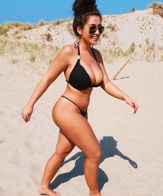Mamas tão grandes que não cabem no bikini (parte 3)