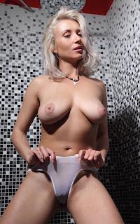 Naked brunnette - Isabella%2BD-S02-005.jpg