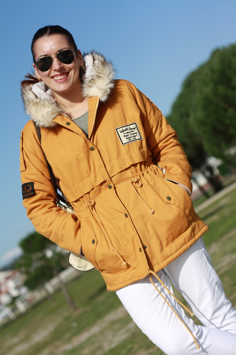 http://es.shein.com/Yellow-Hooded-Long-Sleeve-Drawstring-Waist-Trench-Coat-p-102153-cat-1735.html?utm_source=anouckinhascloset.blogspot.com&utm_medium=blogger&url_from=anouckinhascloset