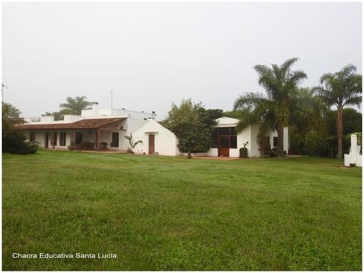 Vista del establecimiento en una mañana con neblina - Chacra Educativa Santa Lucía