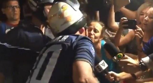 De folga, Bolsonaro sai para 'rolé' de moto no Guarujá