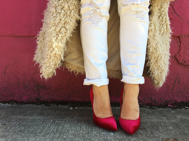 red heels, red pumps, velvet stilettos, red stilettos, fur coat, spring outfit, pink and red outfit, what to wear with red color, toronto street style, best of toronto style, urban street style, best toronto blogger, best canadian fashion blogger, sta nositi sa crvenom bojom, prolecni outfit