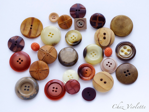 vintage buttons wood - A collection of vintage button by Chez Violette