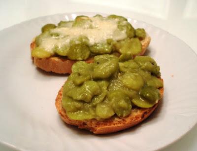Bazzana di fave su crostoni di pane