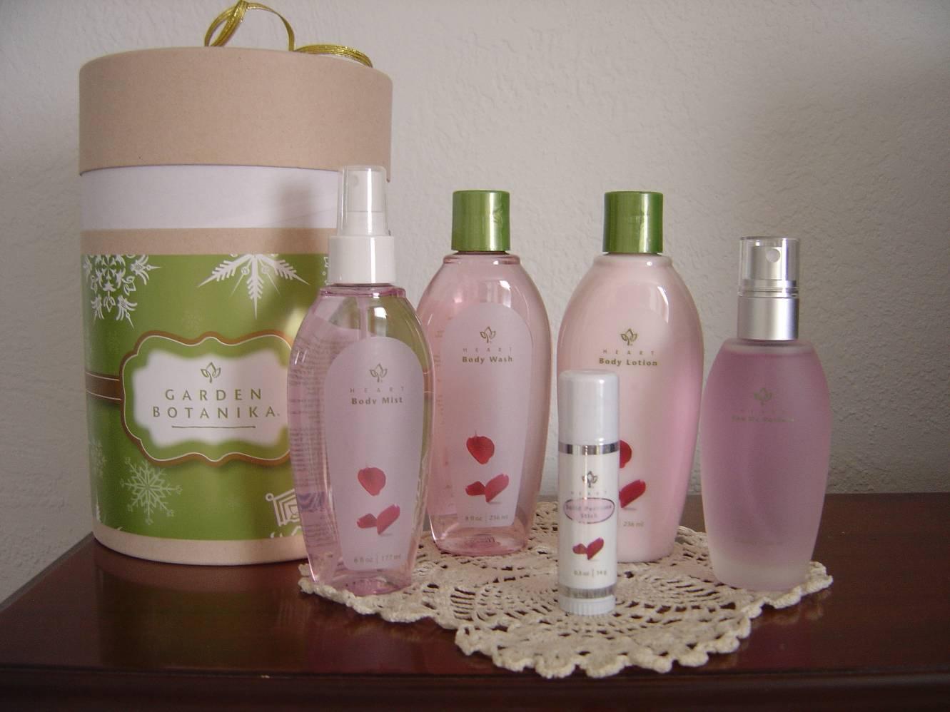 Garden Botanika Winter Romance Heart Gift Collection