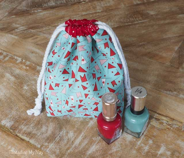 Make a drawstring gift bag with a divider - Threading My Way