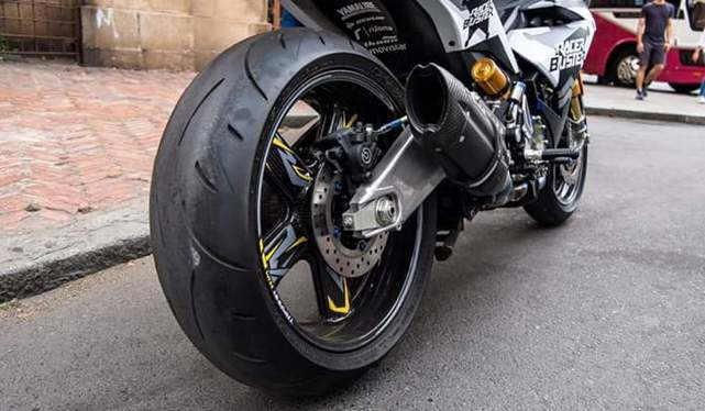 Ban Dan Velg Ukuran Besar - Tip Modifikasi Yamaha Jupiter MX King Exciter Gaya Balap MOTO GP Sporti Keren Abis