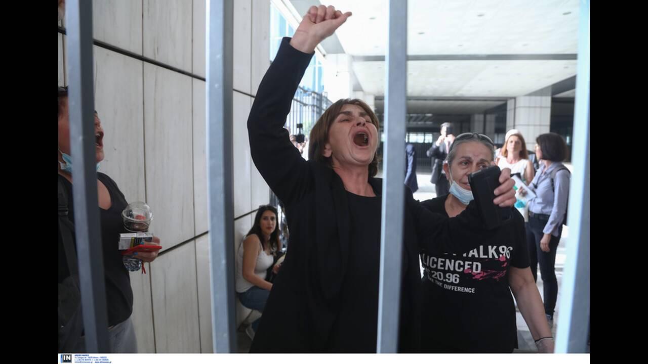 Ντρέπομαι που γεννήθηκα Ελληνίδα σ'αυτή τη χώρα που με προδίδει»: Ξεσπά η μητέρα της Τοπαλούδη