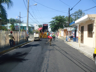 Gobierno está asfaltando calles de San Cristóbal; Canastica espera ser tomada en cuenta