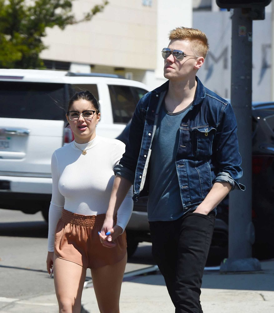 Ariel Winter flaunts curves and shows PDA with boyfriend