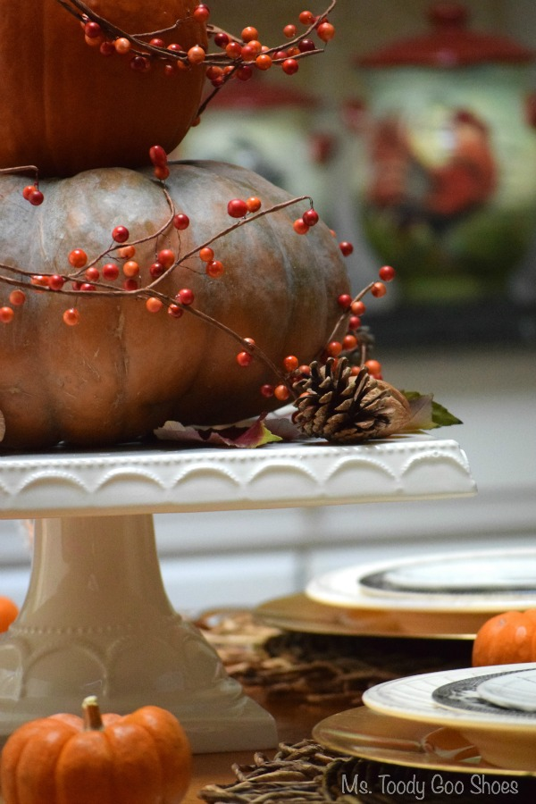 The Simplest Thanksgiving Centerpiece Ever -  looks great, and takes about three minutes to make! | Ms. Toody Goo Shoes