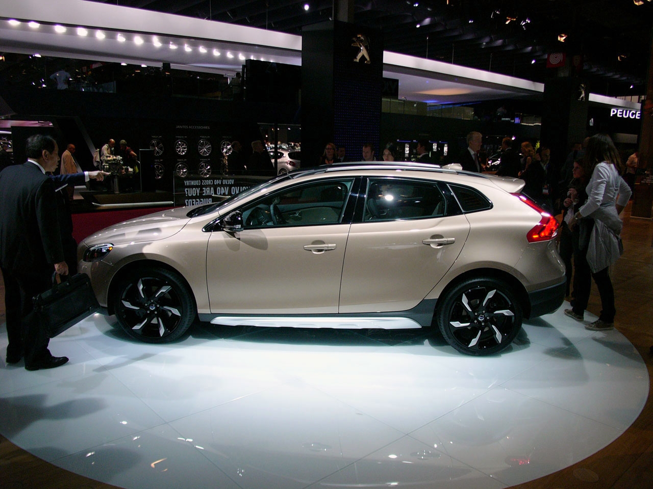 Volvo V40 Cross Country Preview, The Best Speaker In The Class