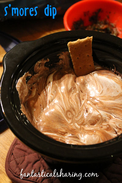 S'mores Dip | Whether you dip graham crackers or fresh fruit in it, this dip is outta this world!! #appetizer #dip #recipe #smores #chocolate