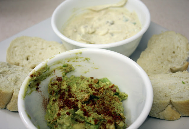 Guacamole and bread