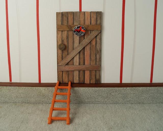 Die Nissedør: Unsere dänische Wichteltür (+ Verlosung). Der Wichtel braucht natürlich auch eine Leiter, um zu seiner kleinen Tür hoch zu steigen!