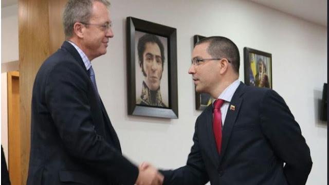 ¿Por qué Nicolas Maduro ataca a Estados Unidos y al mismo tiempo le tiende la mano?