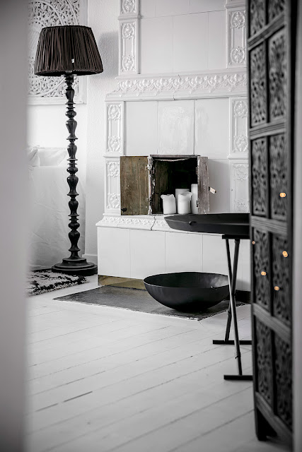 Black and white scandinavian elegance in the interior