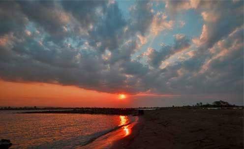 Pantai marina merupakan salah satu wisata pantai yang ada di Semarang Objek Wisata Pantai Marina Semarang