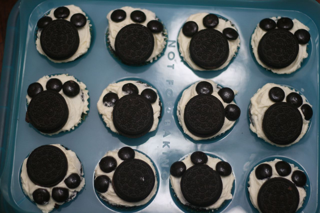 Recipe Shoebox: Wacky Cake (with Paw Print Decorations)
