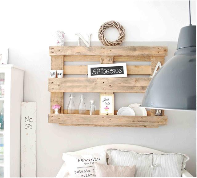 r cup et fait maison des id es r cup et d co des tag res avec des palettes. Black Bedroom Furniture Sets. Home Design Ideas