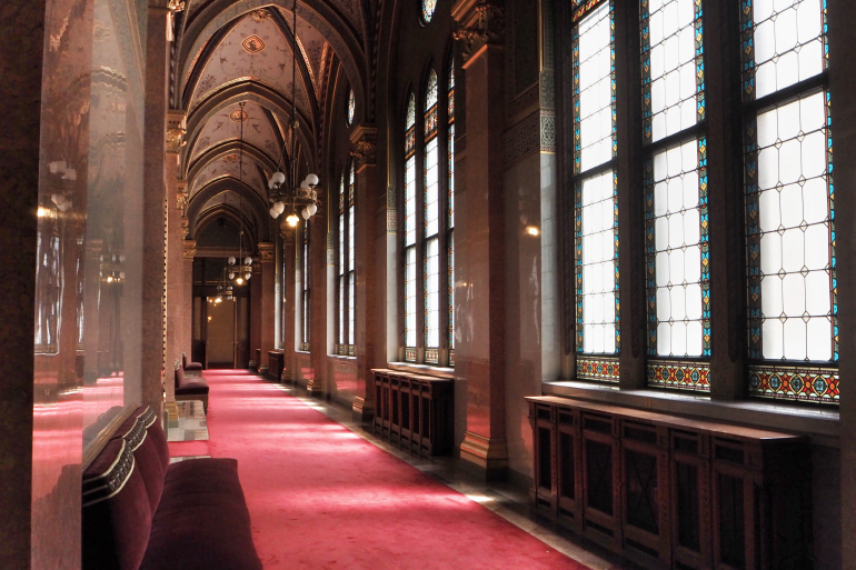 Couloir du parlement Hongrois à Budapest